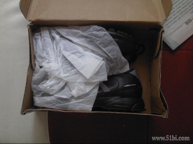 鞋的缘故吧   阿迪达斯的鞋盒子总是这么烂的   包装是一个超
