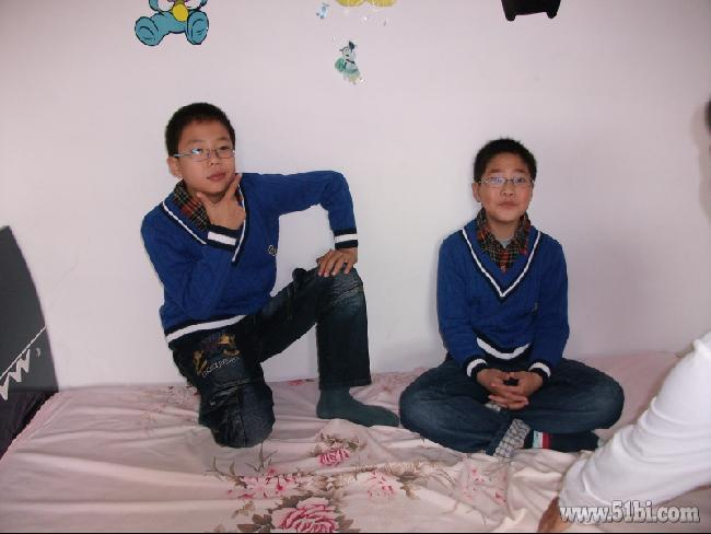 哥哥和弟弟图片多图 美女小游戏坏蛋哥哥轻一点图片