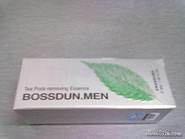 点刺鼻,一股消康唑软膏的药味,估计成分里有医药用软膏的成分.