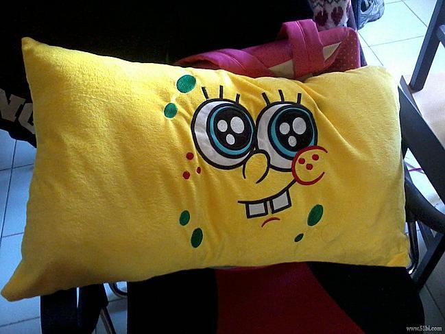 主题:可爱的海绵宝宝枕头——坏笑款