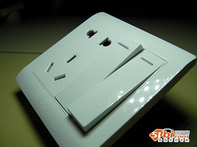 背面的接线柱.开关和插座是独立的