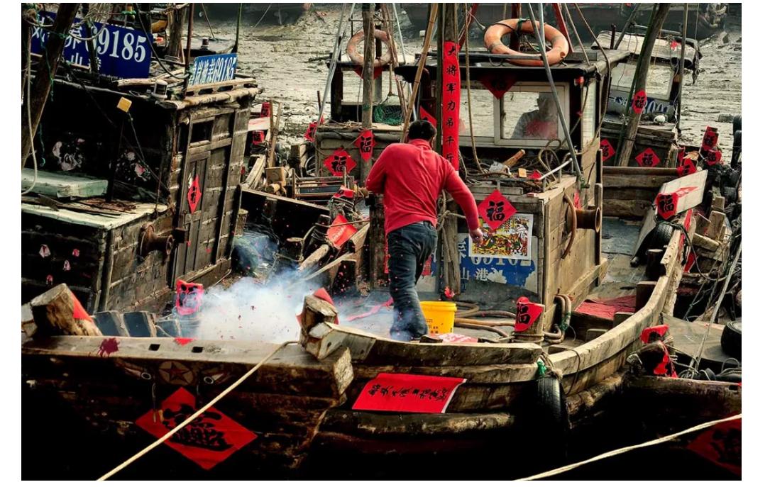 新年快乐!渔民传统习俗过大年,渔船装饰喜迎新春!